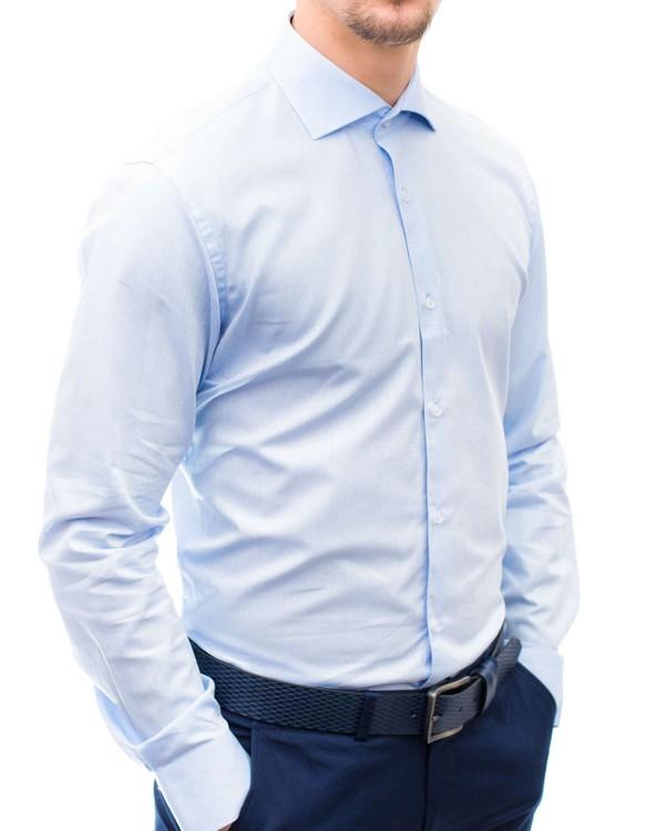 Вталена риза в синьо от жакардов материал