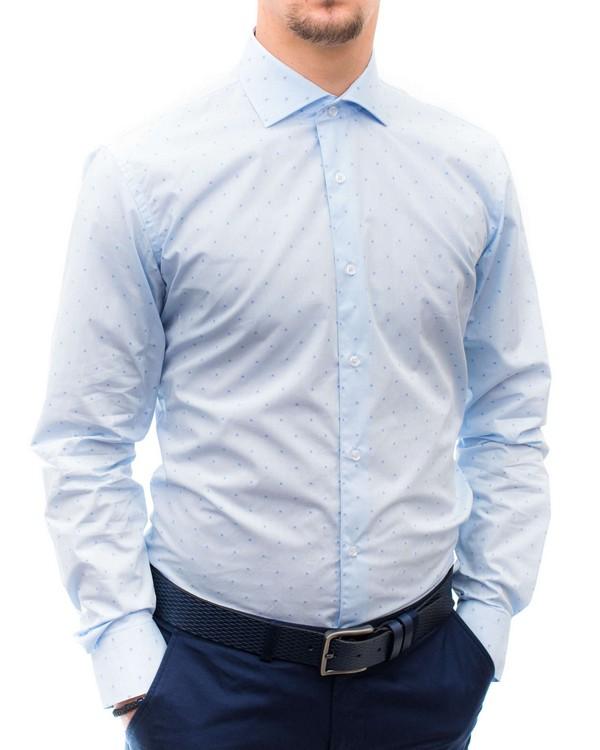 Вталена риза с точковидни елементи